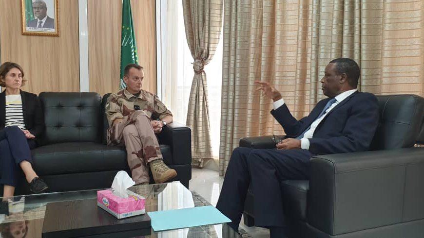 Le Haut Représentant, SEM Pierre Buyoya,  chef de la MISAHEL a reçu dans son cabinet le général Marsac représentant le commandant de la force Barkhane au Mali