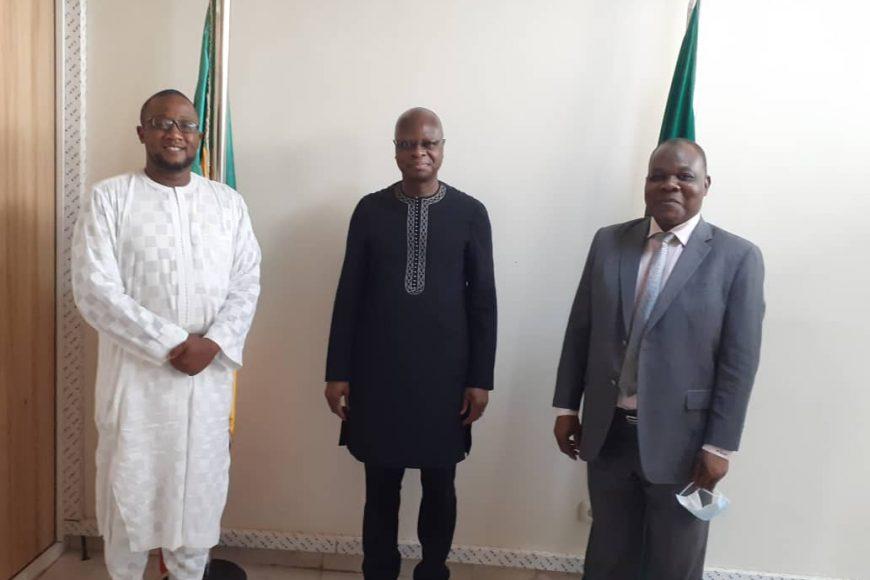 le Chef de mission par intérim, M. Fulgence Zeneth a reçu en audience le Ministre Paul Robert Tiendrebeogo, en présence de M. Diarrah Mamadou, ce vendredi 21 mai 2021
