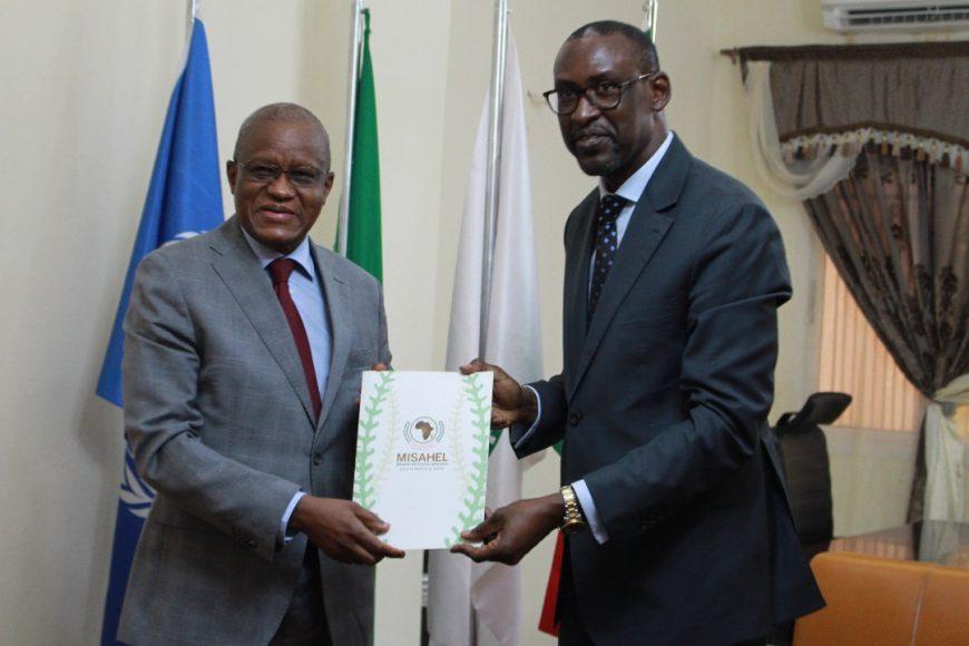 SEM Maman Sidikou, Haut Représentant de l'Union africaine pour le Mali et le Sahel présente sa lettre d'accréditation à SEM le Ministre des affaires étrangères et de la coopération du Mali, M. Abdoulaye Diop