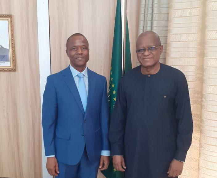 M. Buti Kale , Représentant UNHCR Mali a été reçu en audience par SEM Maman Sidikou , Haut Représentant de l'Union africaine pour le Mali et le Sahel , Chef de la MISAHEL